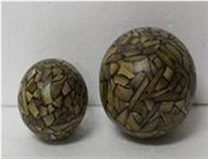 Set of 2 round balls with incrusted bamboo